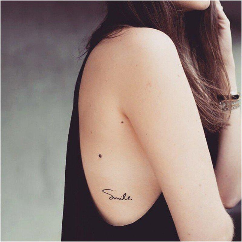 Mažas tatuiruotės užrašas