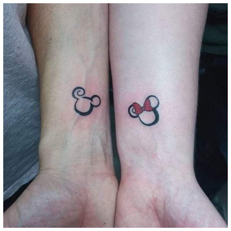 Meilė suporuota tatuiruotė