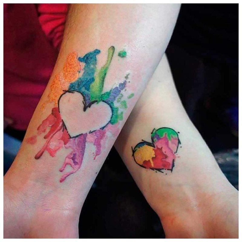 Spalvota poruota tatuiruotė