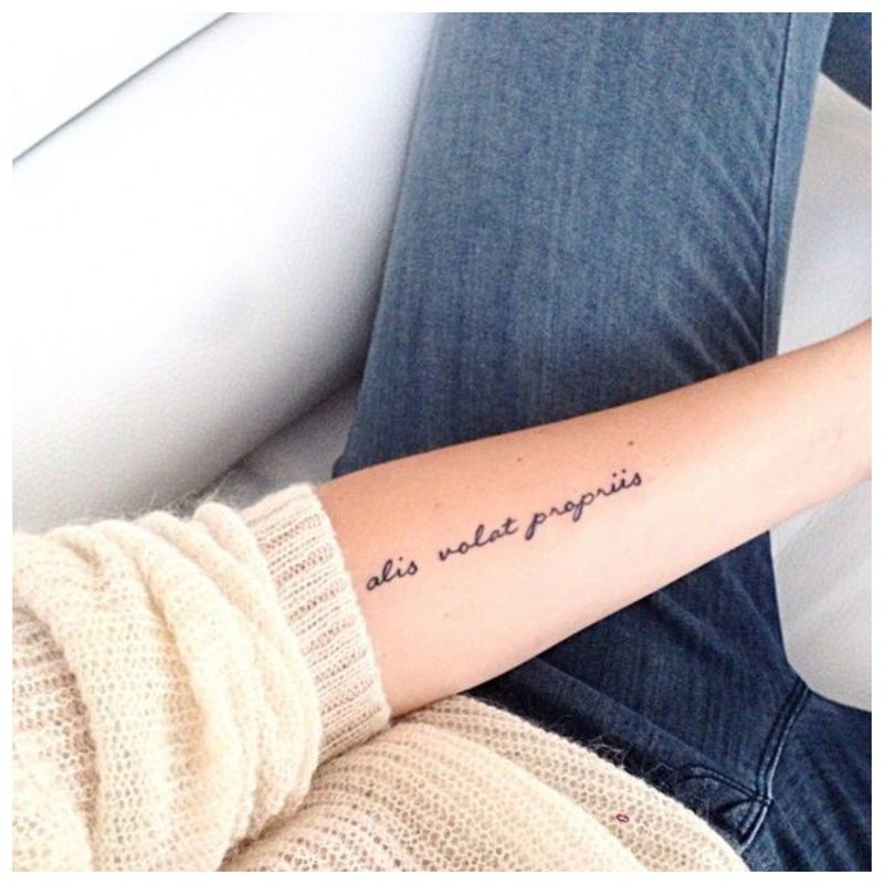 Tatuiruotė raidėmis
