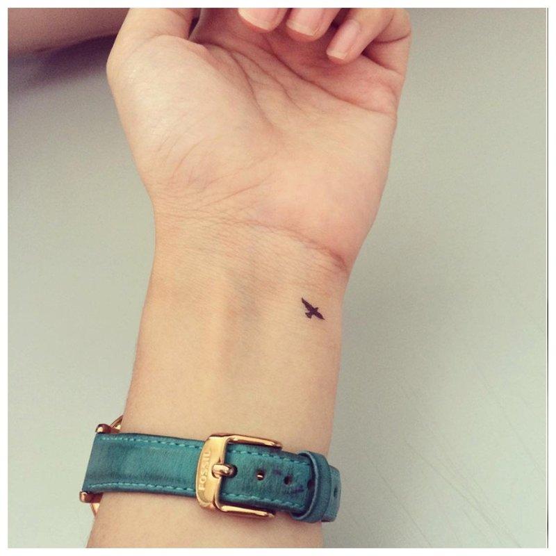 Mini paukštis ant riešo