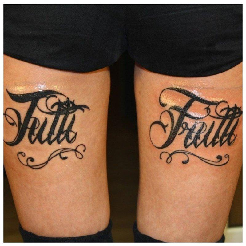 Gotikinė tatuiruotės monograma