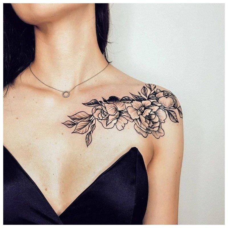 Klavikulo ir pečių tatuiruotė