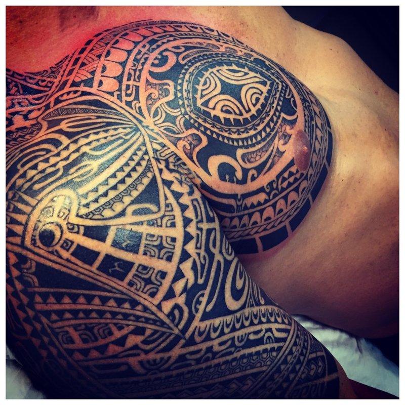 Etninė peties tatuiruotė