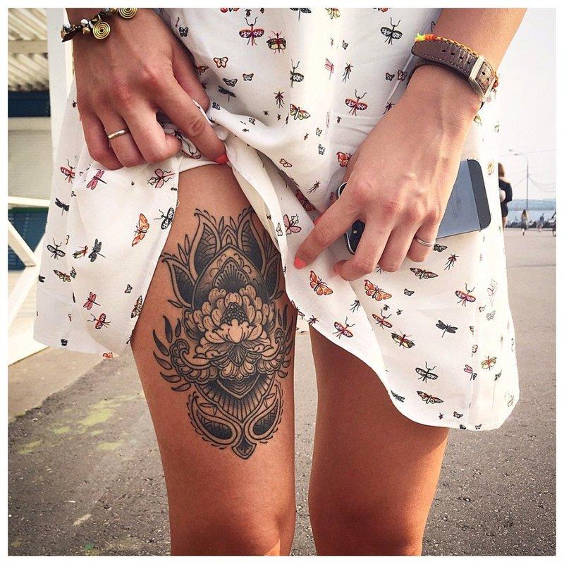 Apimtinė tatuiruotė ant kojos
