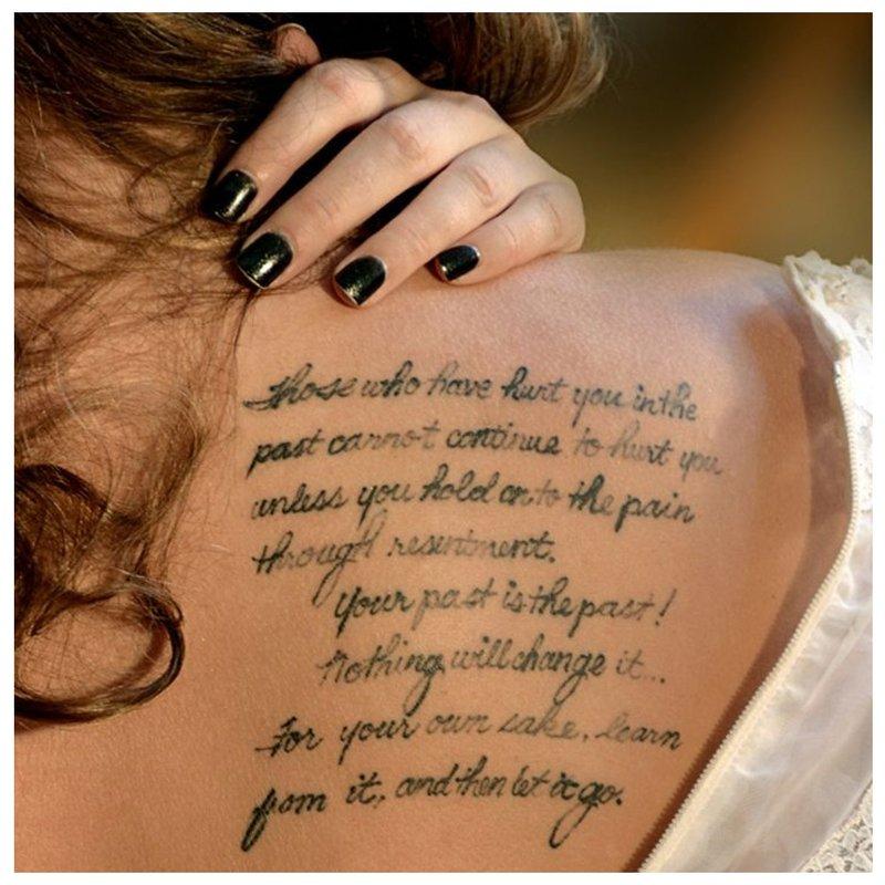 Tatuiruotės originalus šriftas kursyvu