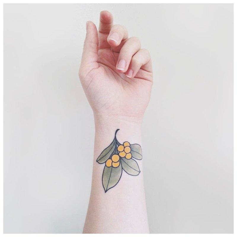 Lapas - tatuiruotė ant riešo