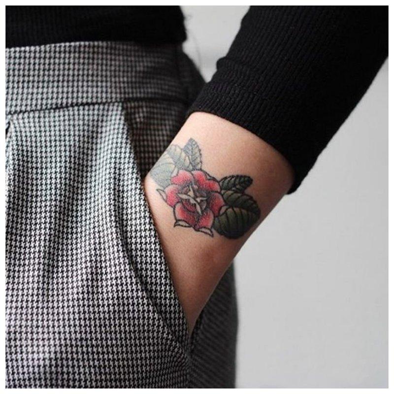 Tatuiruotės riešo apyrankė