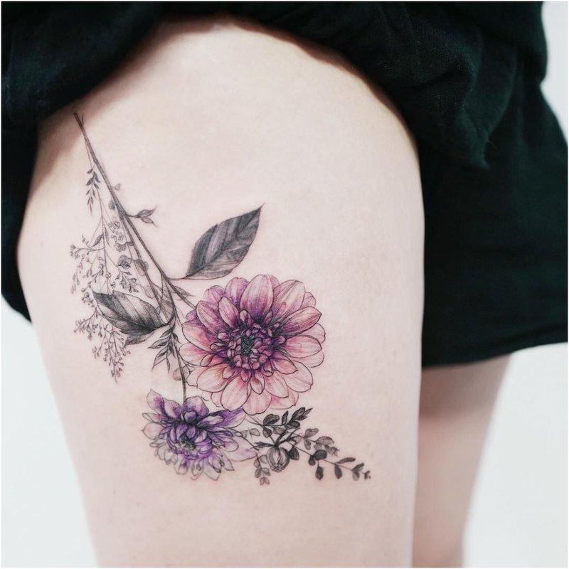 Originali tatuiruotė su gėlėmis