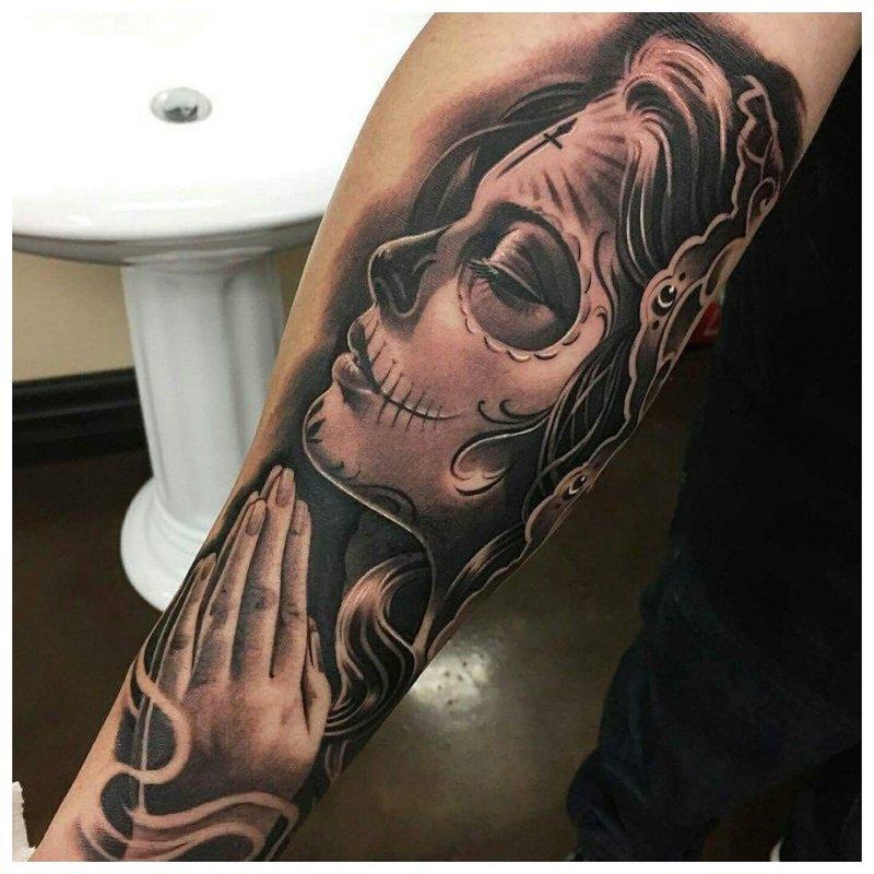 Tatouage Chicano Fille Priant