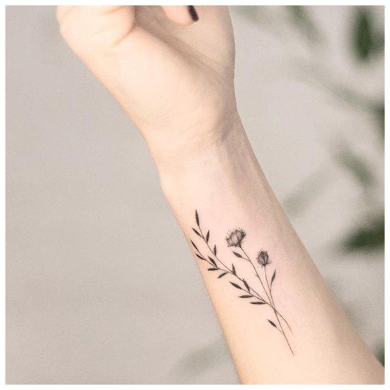 Gėlių tatuiruotė