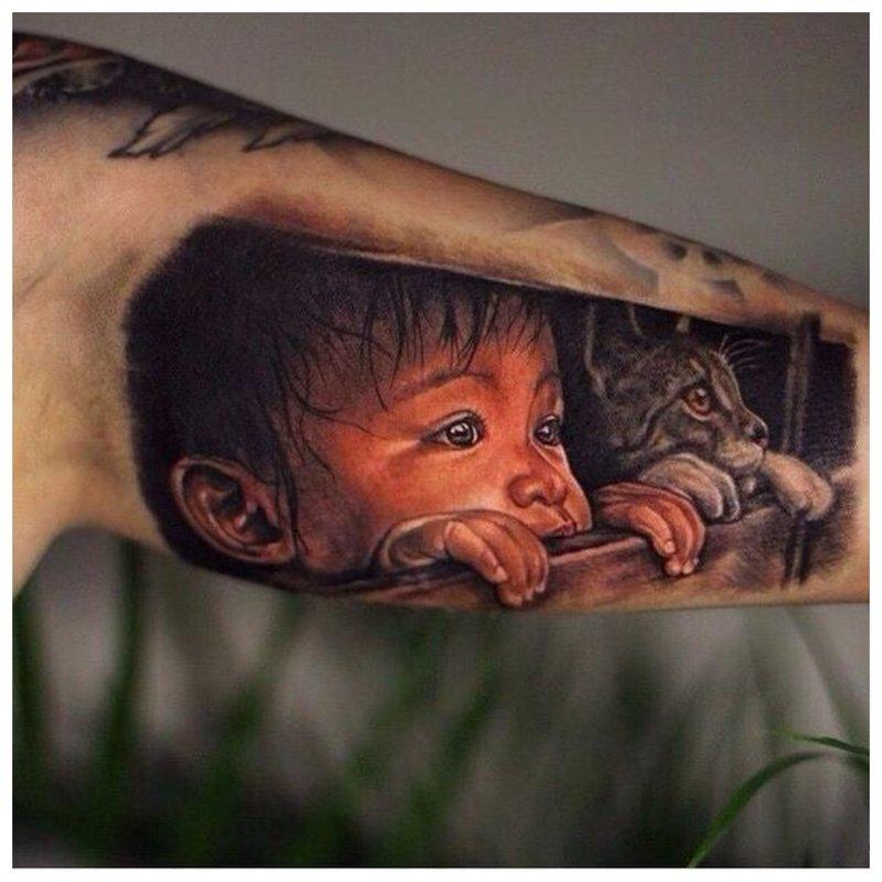 Ryškus siužetas - tatuiruotė ant vyro rankos