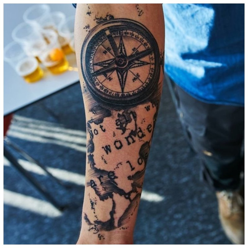 Graži tatuiruotė ant vyro rankos