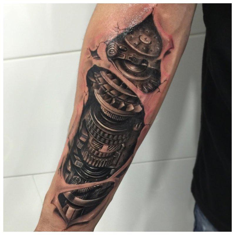 Idėjos madingoms vyrų dilbio tatuiruotėms