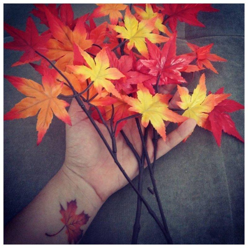 Rudens lapas - graži tatuiruotė