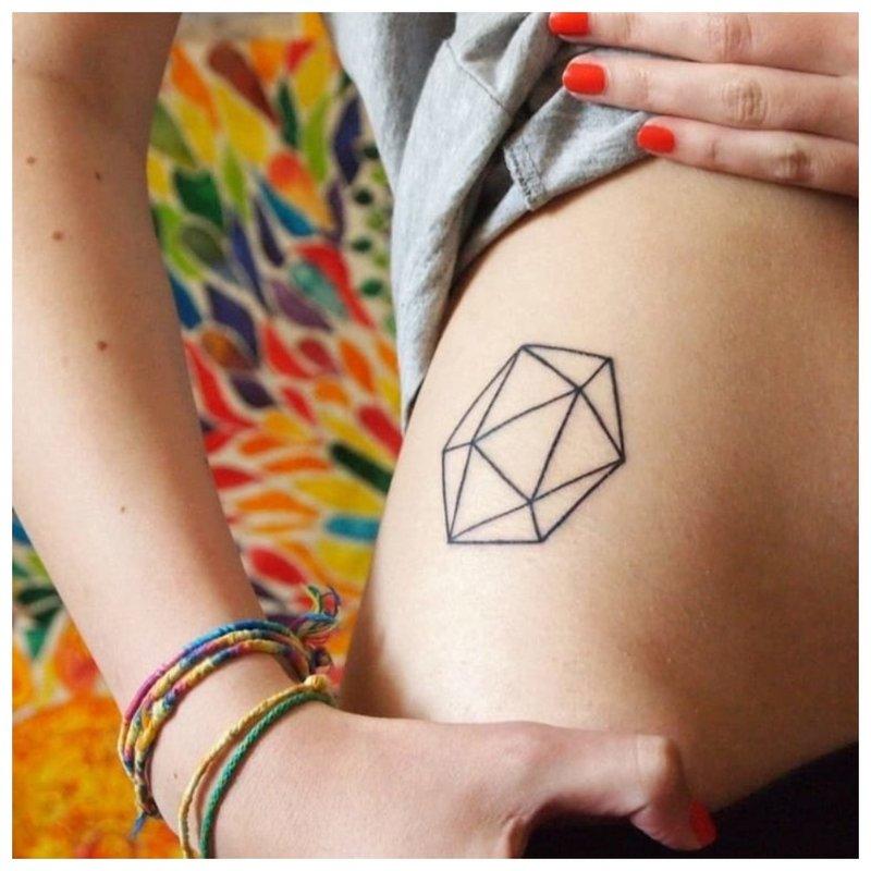 Geometrinė figūra - tatuiruotė
