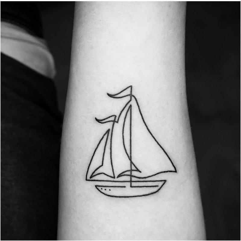 Laivas, įdarytas viena eilute