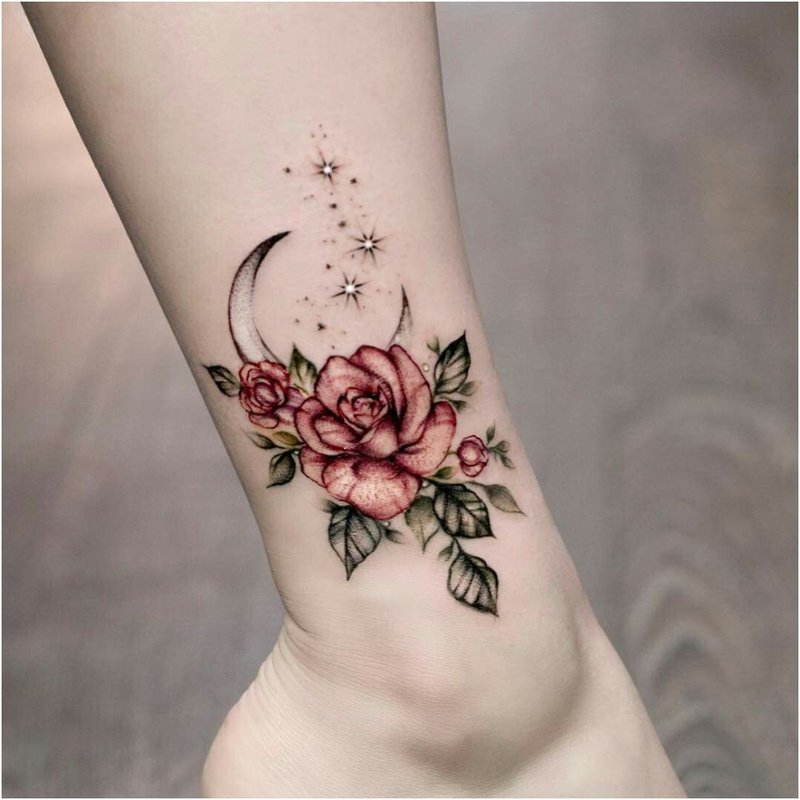 Rožių tatuiruotė ant kojos