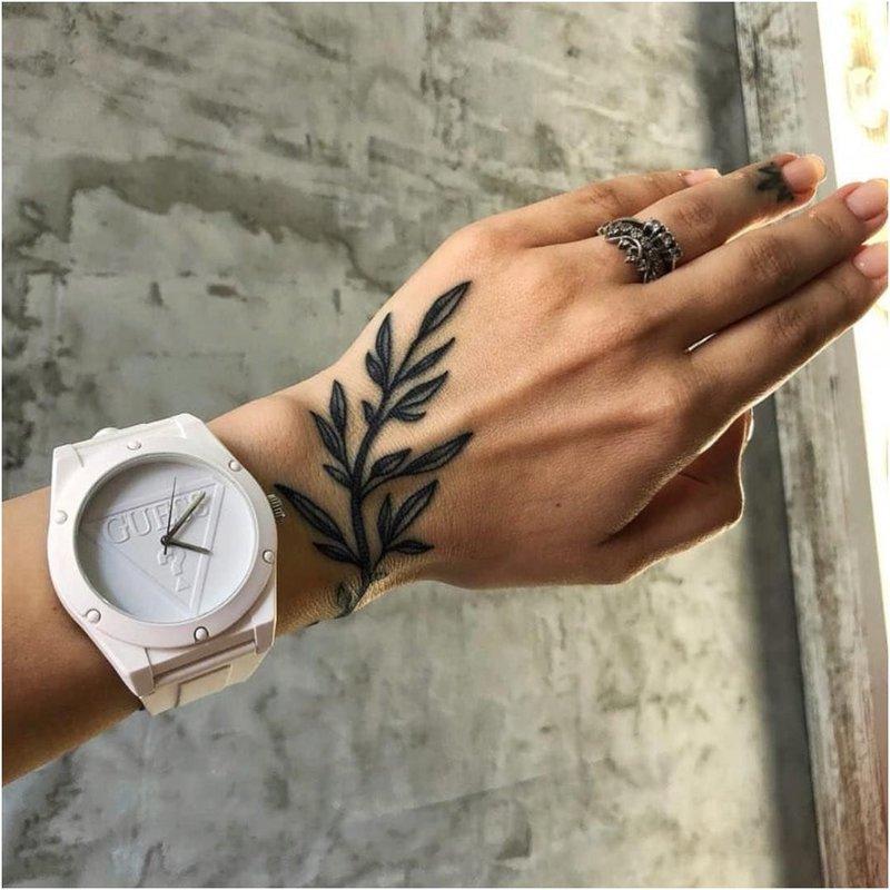 Gėlių raštas ant rankos