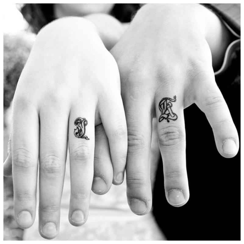 Suporuota tatuiruotė vyrui ir žmonai ant rankos