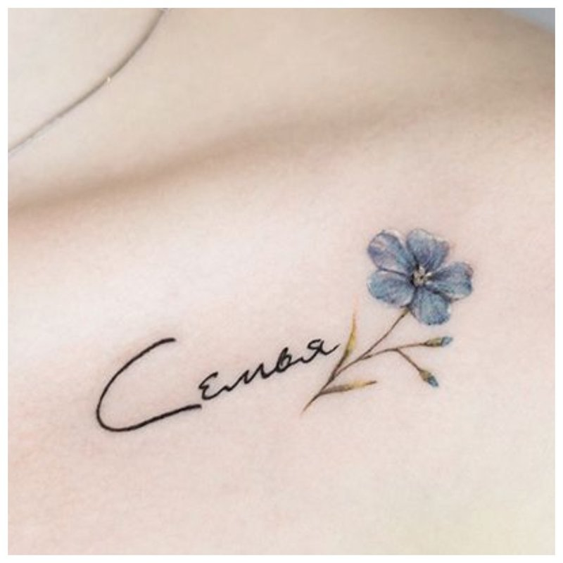 Laiškai ir gėlių - raktikaulio tatuiruotė