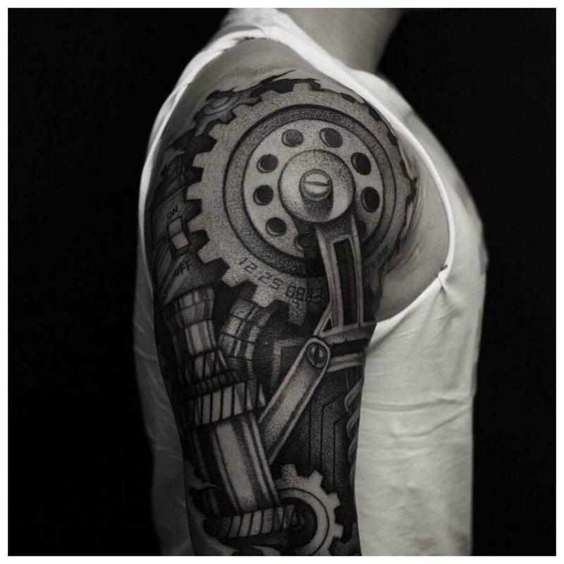 Juodos ir baltos biomechanikos tatuiruotė