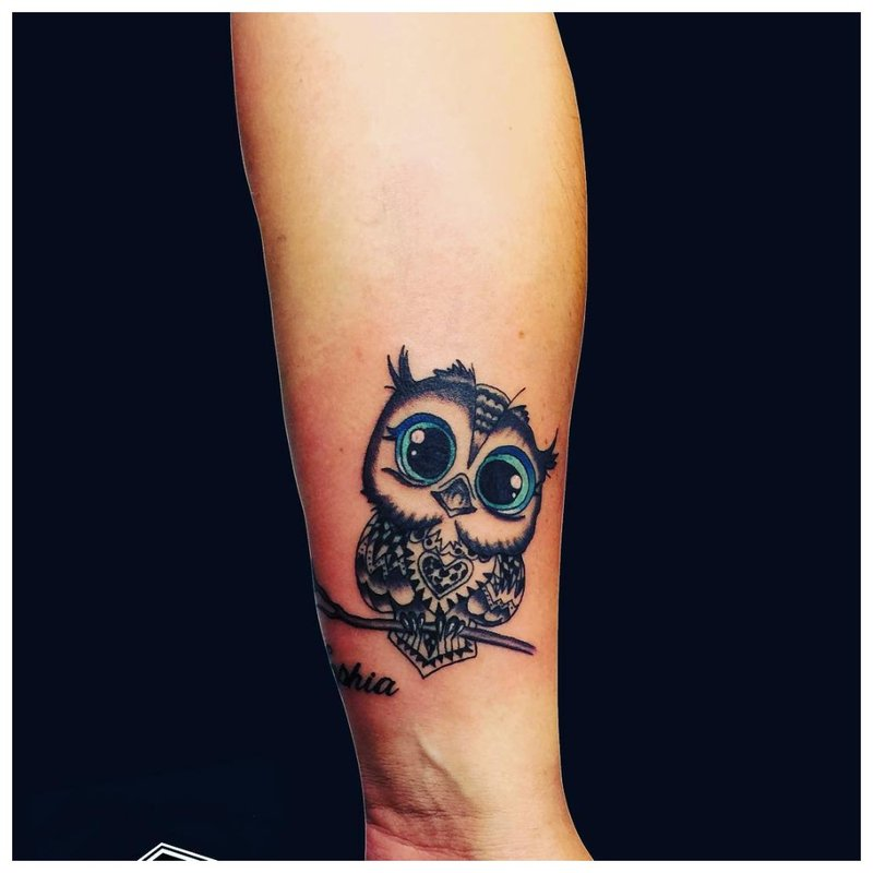 3D pelėda - tatuiruotė ant mergaitės riešo