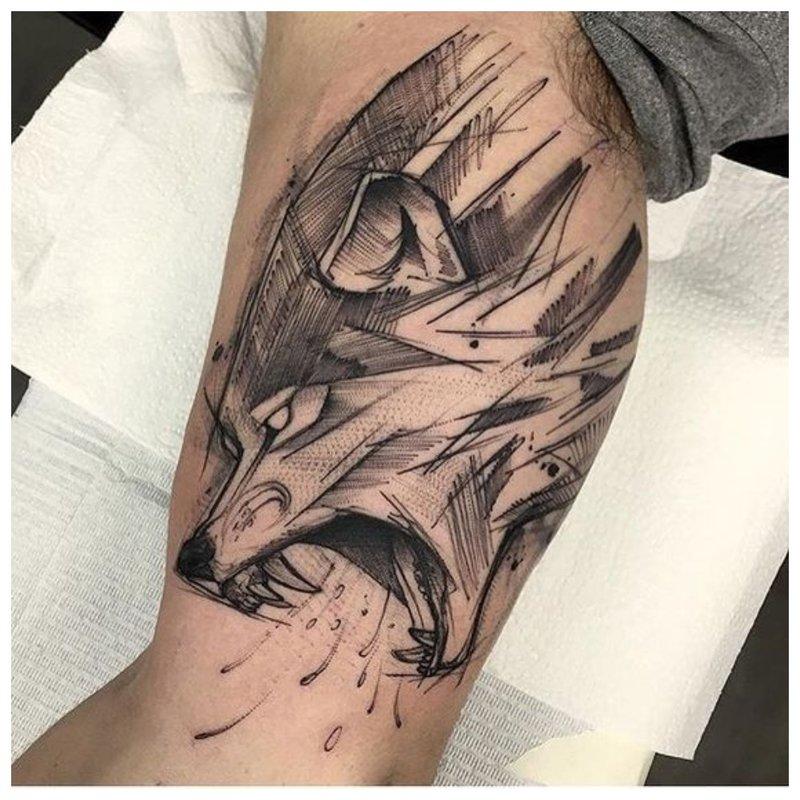Wolfs mond - een tatoeage op het lichaam van een man