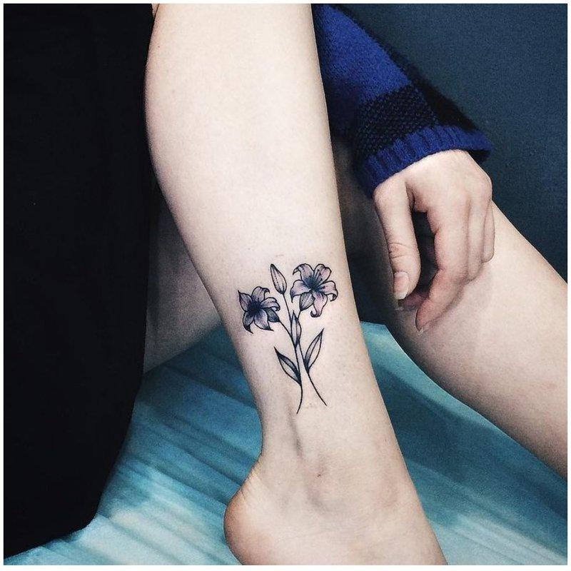Supinta gėlė ant snukio