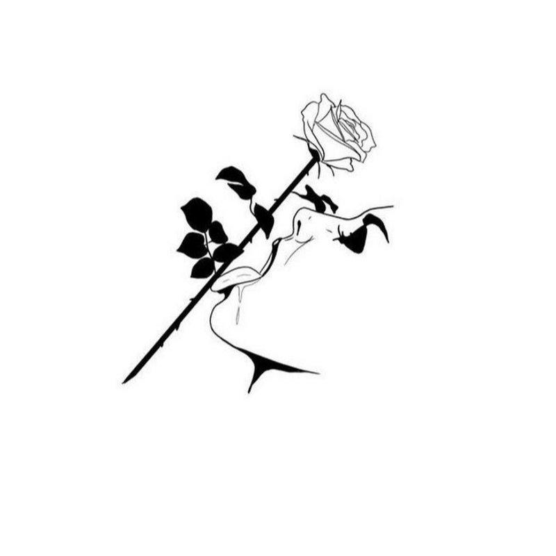 Rožės ir moters tatuiruotės eskizas