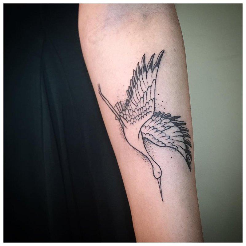 Paukščių dilbio tatuiruotė ant vyrų