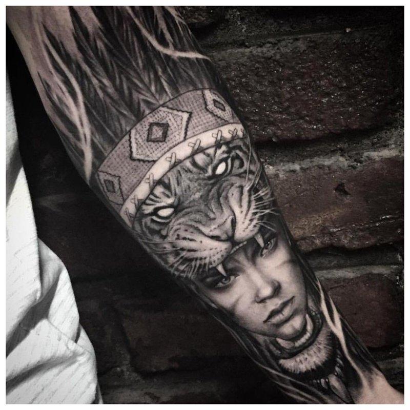 Ryški tatuiruotė ant vyro rankos