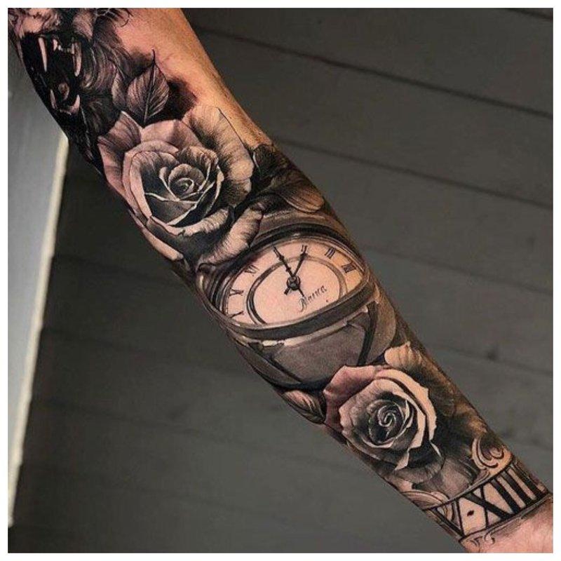 Ryški vyro rankos tatuiruotė