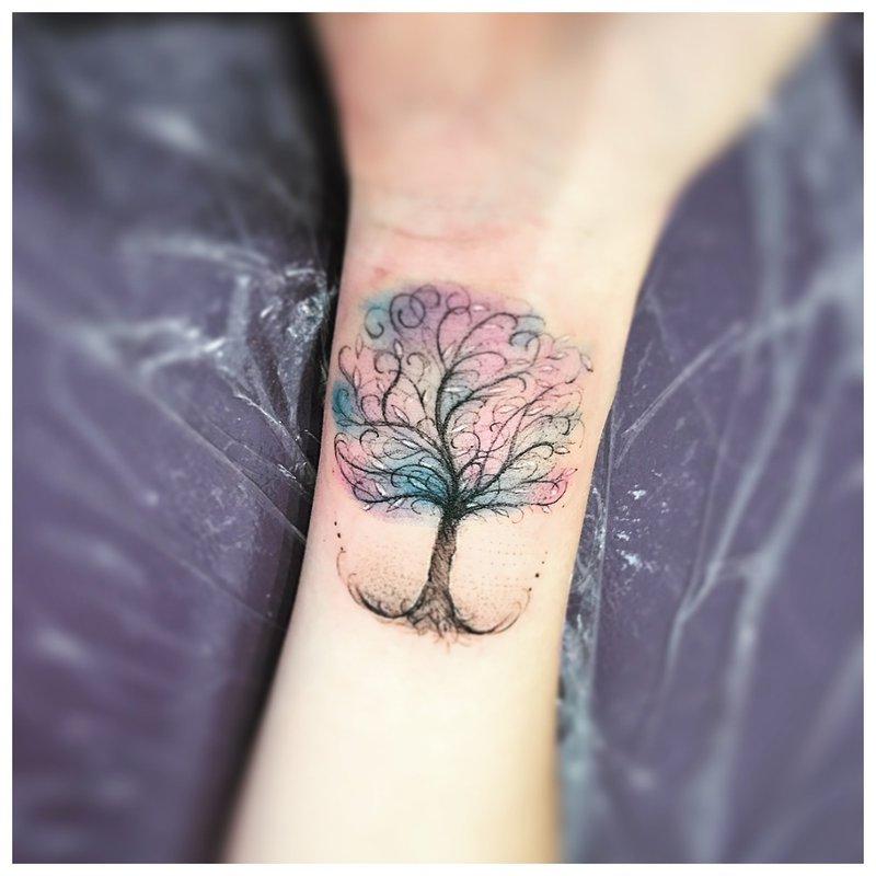 Originalus medžio - riešo tatuiruotė