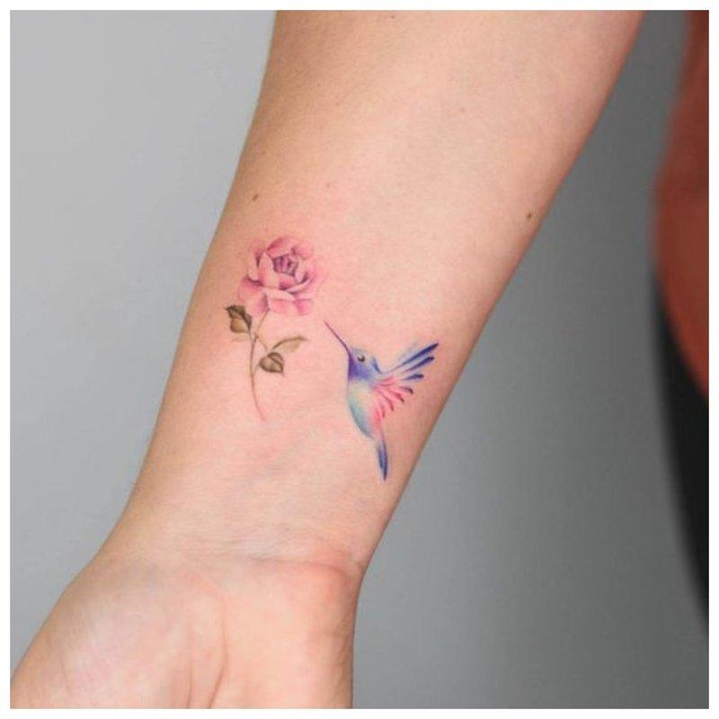 Subtili riešo tatuiruotė