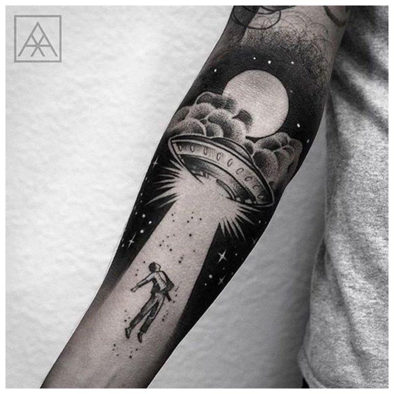 Tatuiruotės erdvės tema