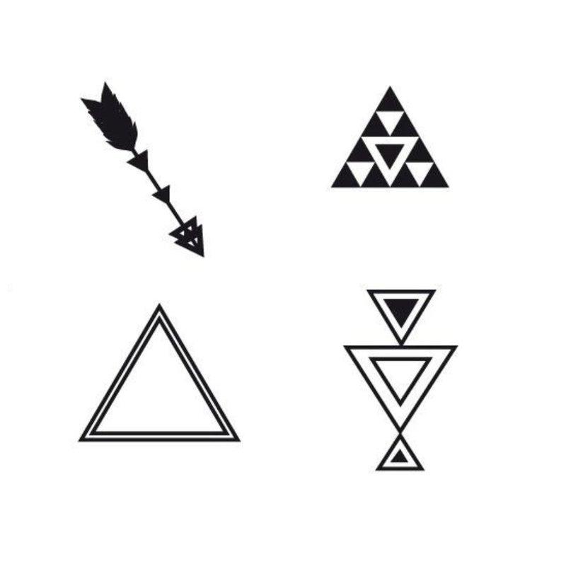 Geometriniai mini tatuiruočių eskizai.