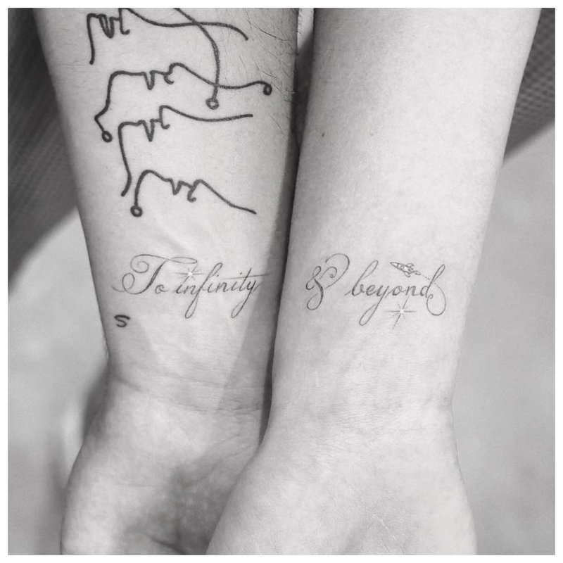 Dviguba tatuiruotė vaikinui ir mergaitei