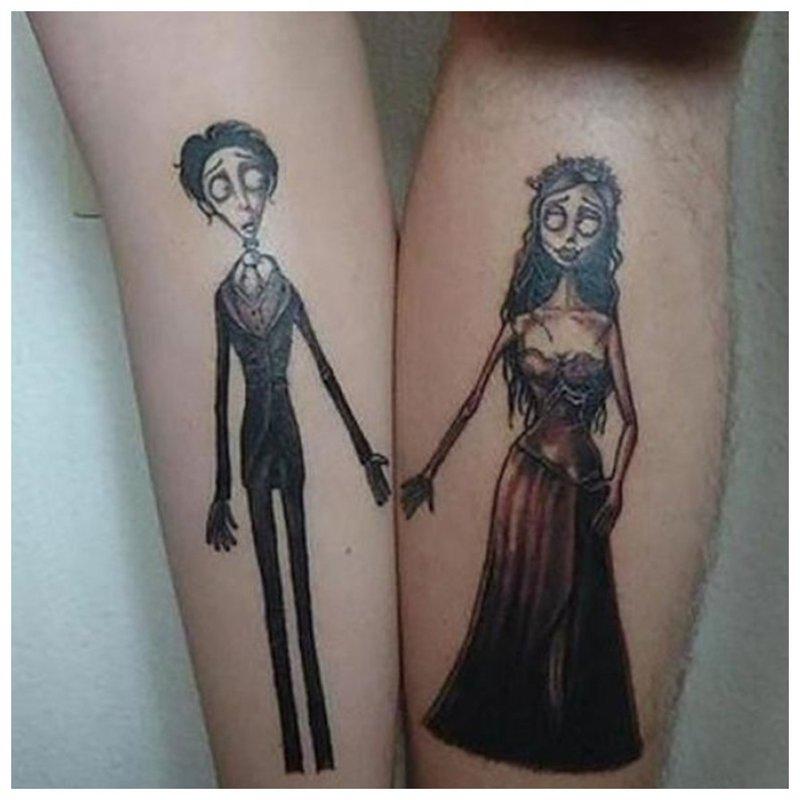 Pora tatuiruotė ant įsimylėjėlių rankų