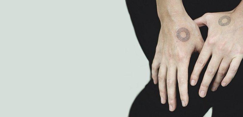 Tatuiruotės delnais