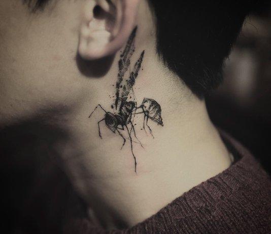 Mooie en originele tatoeage in de nek