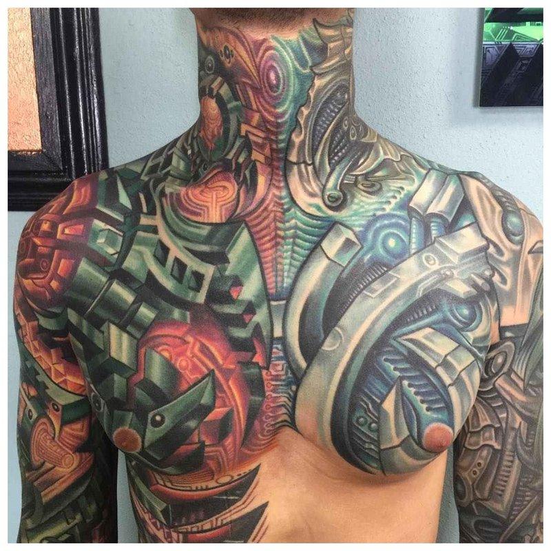 Cyberpunk-stijl borst- en schoudertattoos
