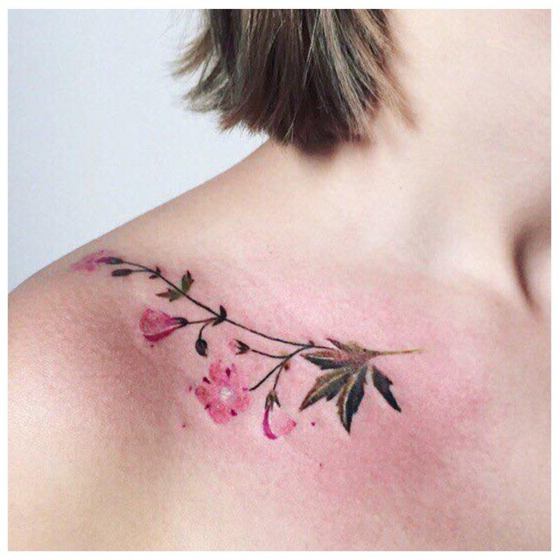 """""""Clavicle"""" gėlių tatuiruotė"""