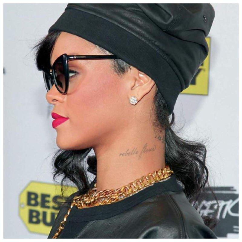 Tatuiruotė ant žvaigždžių kaklo