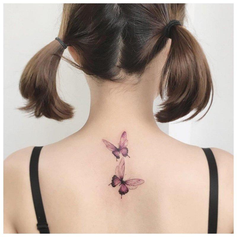 Tatuiruotė ant merginos nugaros