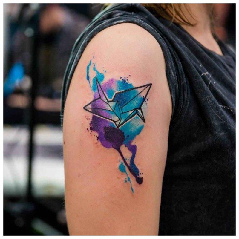 Geometrinė akvarelės tatuiruotė
