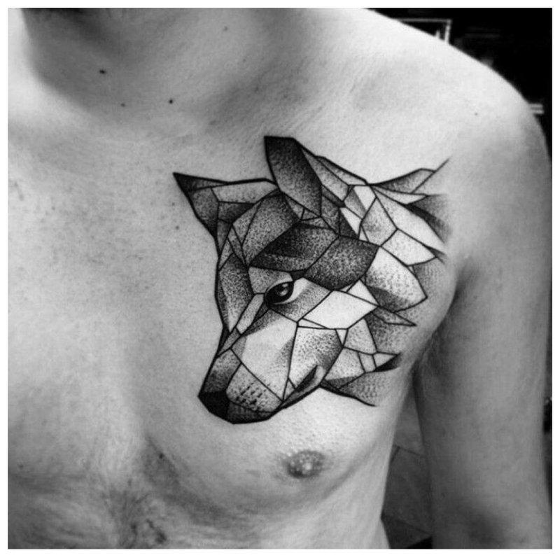 Tatoeage van een wolf op de borst van een man