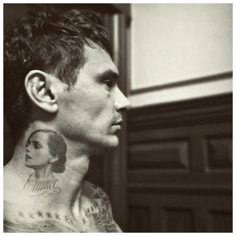Garsenybių tatuiruotės portretas