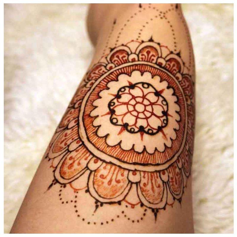 Priekinė Mehendi tatuiruotė