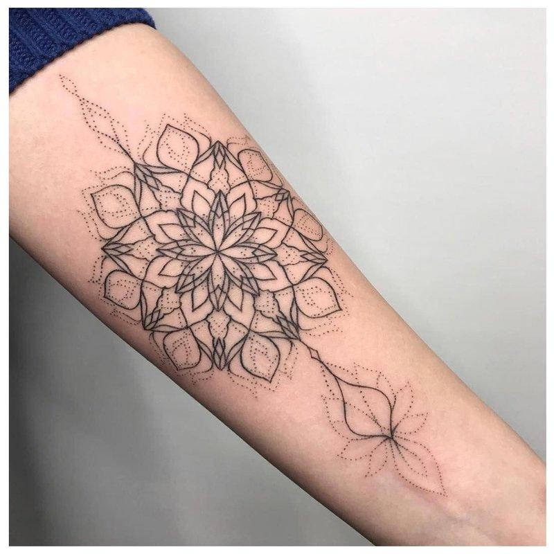 Linwork ir apdailos tatuiruotės